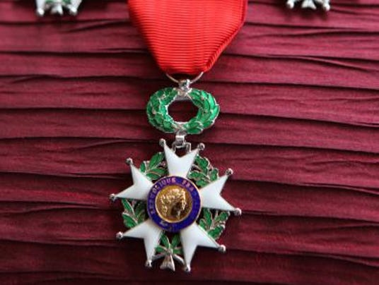 TJN 0510 frenchmedal detail