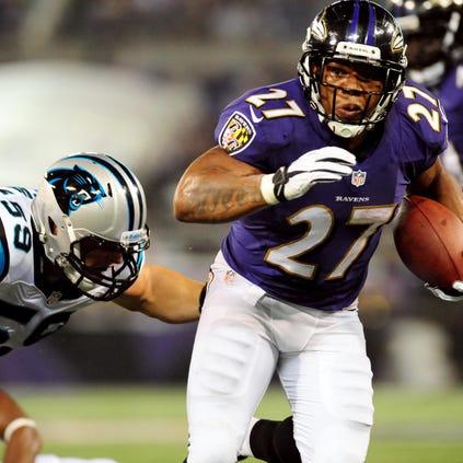 Baltimore Ravens running back Ray Rice (27) eludes