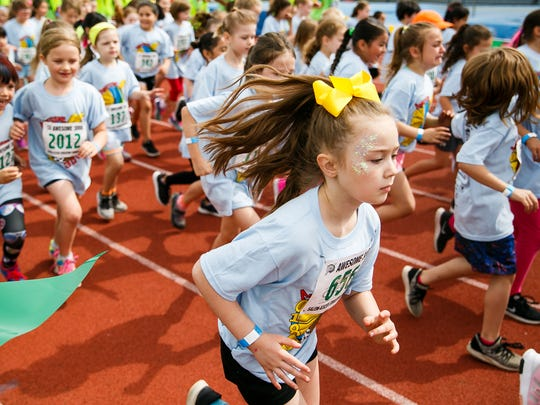 Leila Ford and other first grade students run in the 36th annual Awesome 3000 on Saturday, May 5, 2018, at McCulloch Stadium in Salem, Ore.