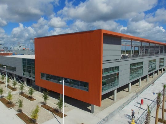 The $21.5 million Zucker Family Graduate Education Center opened in fall 2016 at the Clemson University Restoration Institute in North Charleston, joining the Warren Lasch Conservation Center and the SCE&G Energy Innovation Center.
