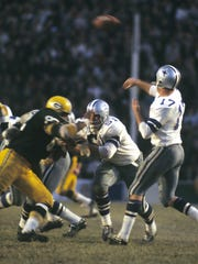 Don Meredith (17) was in the seventh season of his