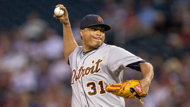 Tigers pitcher Alfredo Simon delivers in the first inning Tuesday in Minneapolis.