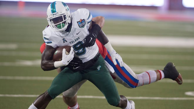 Former Tulane wide receiver Teddy Veal (9) catches a pass during his time as a member of the Green Wave. The transfer prospect visited Louisiana Tech over the weekend.