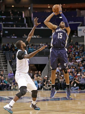 Memphis Grizzlies' Vince Carter (15) shoots over Charlotte Hornets' Michael Kidd-Gilchrist (14) in the second half of an NBA basketball game in Charlotte, N.C., Monday, Nov. 21, 2016. (AP Photo/Chuck Burton)