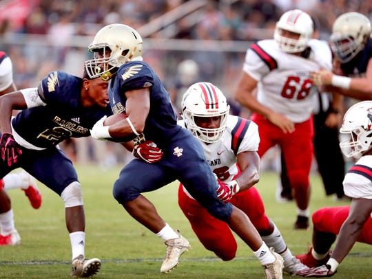Independence's Isaiah Collier (6) runs the ball as