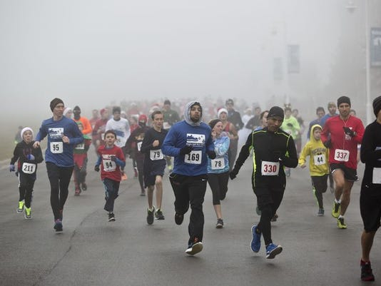 635850997856208314-635849095534197842-PTH1206-JINGLE-BELL-RUN01.jpg