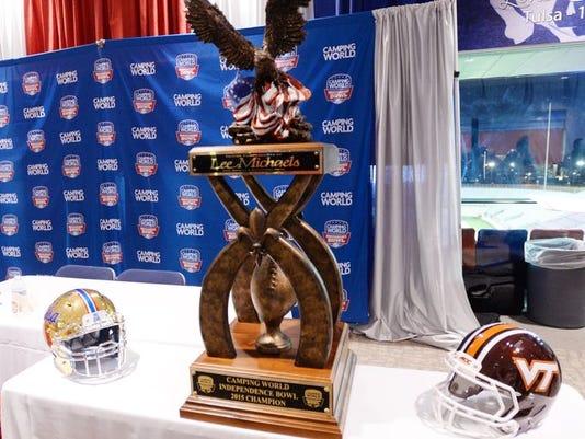 635864064180882982-I-Bowl-trophy.jpg