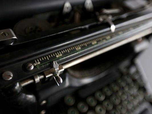 635900514397892259-635895937130662341-Typewriter117210.jpg