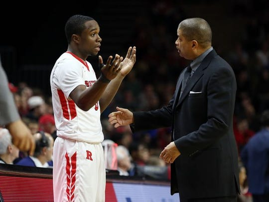 Guard Mike Williams (left) and Eddie Jordan talk things over during a game.