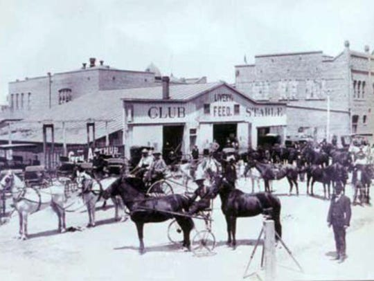 Club Stable in Phoenix in 1898.