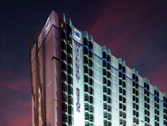 635914255947276099-635659998618358334-whitney-peak-hotel-exterior.jpg