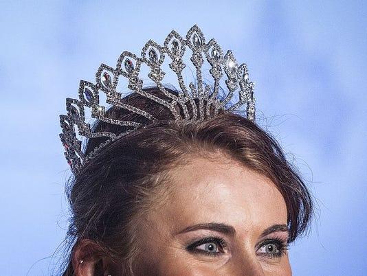 636021846150706570-Fair-Queen-Boggs-2015-crown.JPG