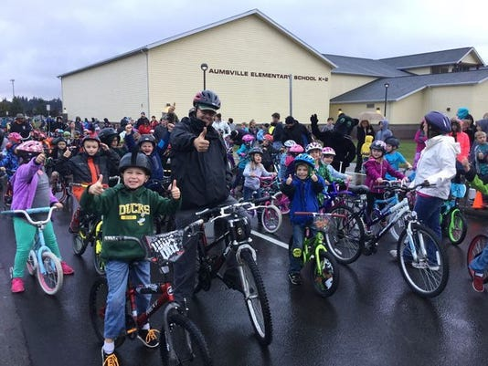 636297256901785183-Aumsville-Bike-to-School-2.JPG