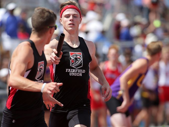 Fairfield Union's Nae Rennie hands the baton to Cullen