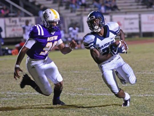 Benton's Anthony Echols chases Huntington's Craig Davis