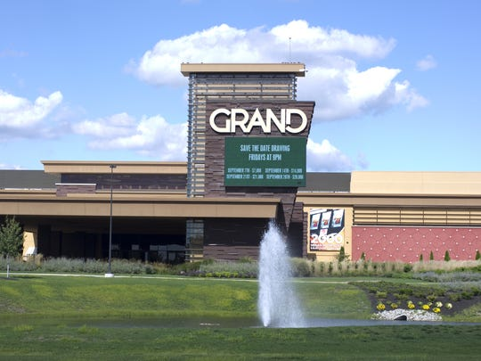 Indiana Grand Casino in Shelbyville would get live dealers two years early under an Indiana Senate bill.