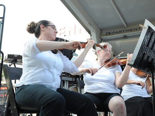 Start a patriotic week with the Michigan Philharmonic in downtown Plymouth this Saturday in Kellogg Park. Selections range from the big band era to John Williams to the Tchaikovsky's 1812 Overture to close.