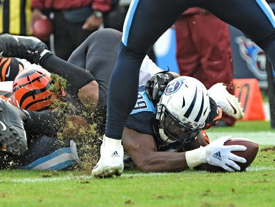 Titans running back DeMarco Murray (29) reaches for