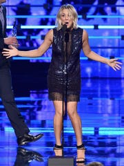 Kaley Cuoco accepts  favorite network TV comedy award