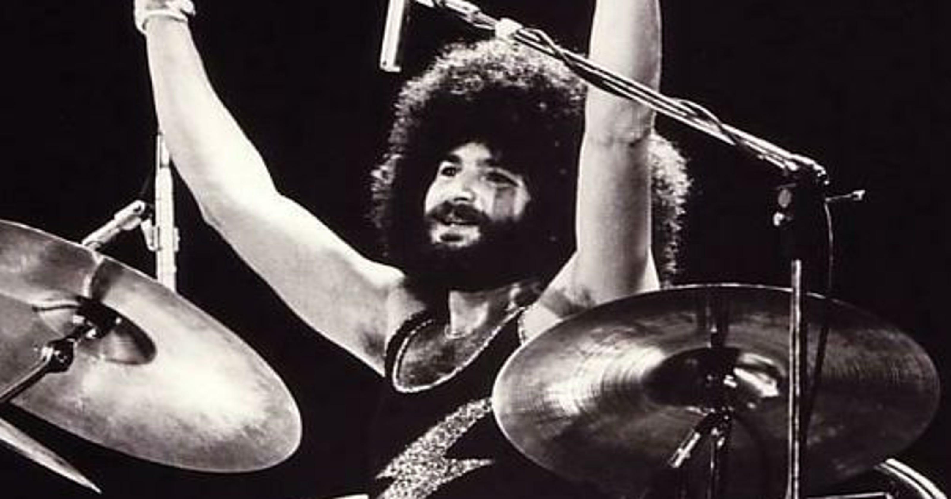 Former Boston drummer Sib Hashian collapses 9b25bd473