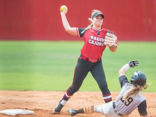 Cajuns second baseman Casidy Chaumont (24) makes the