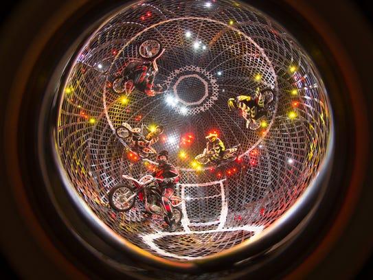 circus-globe