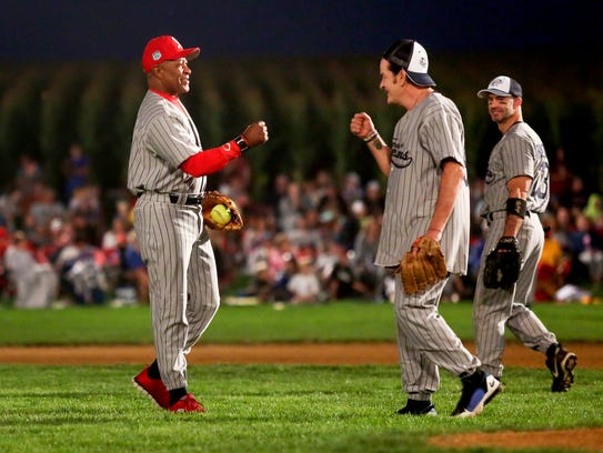 Former Major League Baseball player Ozzie Smith, left,