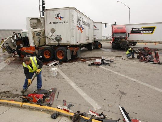 -Truck Wreck.jpg_20100921.jpg