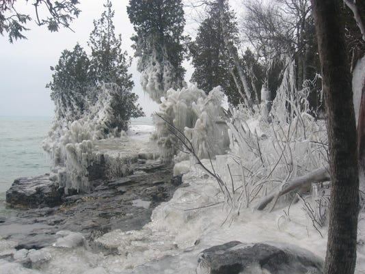 dcn 0927 dchs cave point park winter