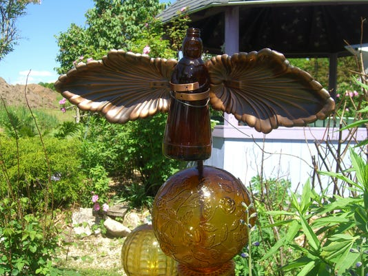 UP, Rhonda garden, our yard 6-14 017.jpg