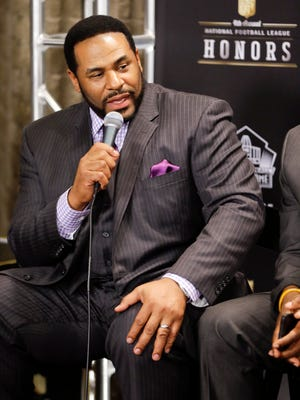 Running back Jerome Bettis, one of the members of the Pro Football Hall of Fame class of 2015, speaks after the group was introduced Jan. 31, 2015, in Tempe, Ariz.