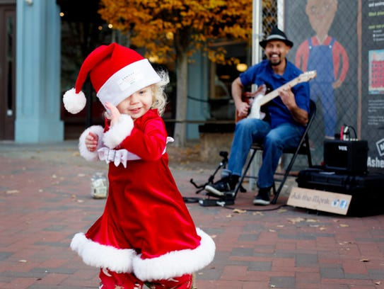 Annika Jones, 2, dances to Adi the Monk during SantaCon 2017 December 2.
