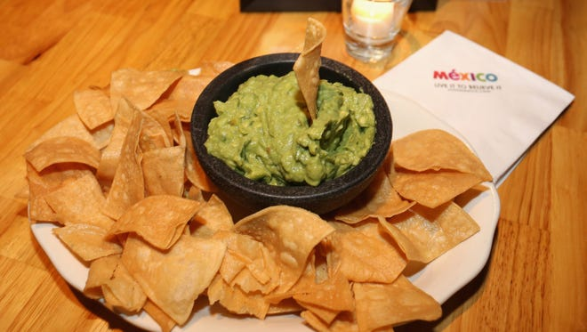 Try this simple guacamole recipe if you are looking for a Super Bowl snack.