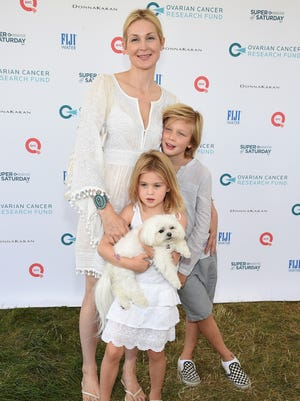 Kelly Rutherford attends OCRF's 18th Annual Super Saturday NY Hosted by Donna Karan and Kelly Ripa on July 25, 2015 in Water Mill City.
