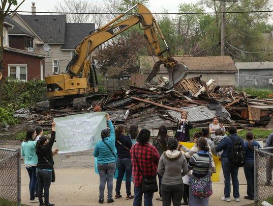 635986681220662109-051216-detroit-demolition-r.jpg