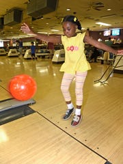 Jordyn Yearn, 5, tosses the ball down the lane at Hermitage
