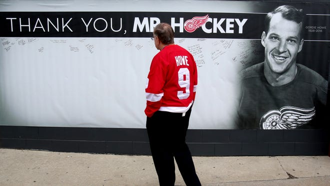 Tom Fowlow, 73 of Bloomfield Hills, Michigan, looks over and reads various messages of love and support for Detroit Red Wings hockey legend Gordie Howe.