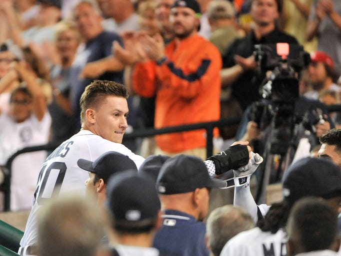 Fans applaud as Detroit Tigers' JaCoby Jones enters