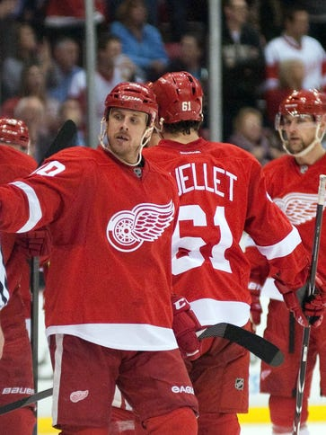 Detroit Red Wings center Stephen Weiss (90) celebrates