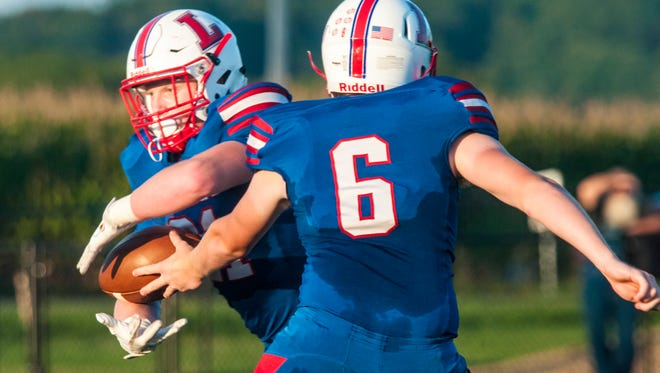 Lakewood's Chase Shaffer takes a handoff from Connor Vierstra during a Week 3 game against Bloom-Carroll.