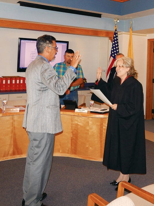 Rifle Salas takes his oath of office from Municipal Judge Beverly Rankin during the Ruidoso School Board meeting.