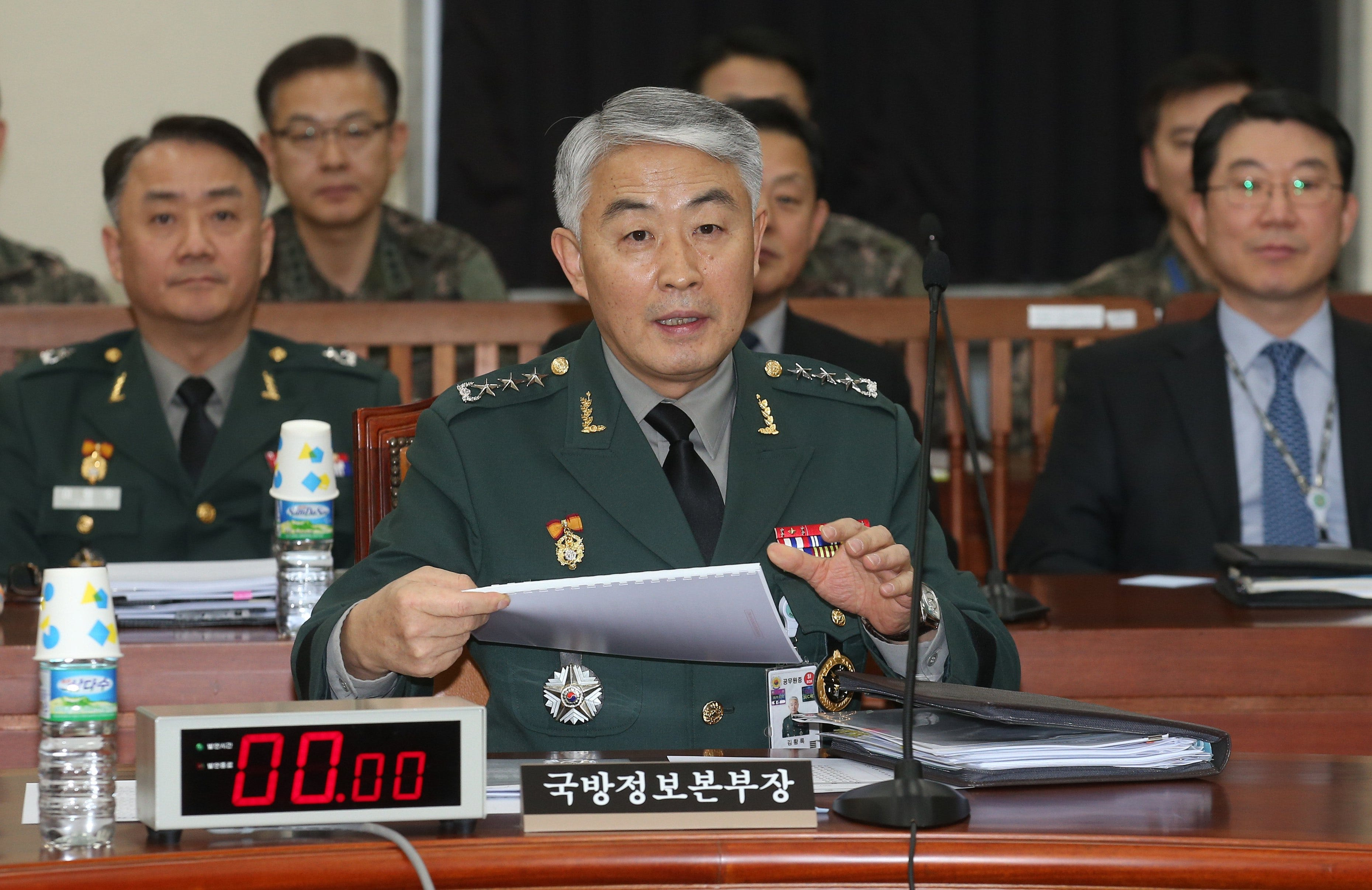 Kim Jong-un ordered to shoot the dozing off minister of the armed forces 05/13/2015 7