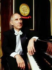 Classics Five: Dmitri Ratser, piano