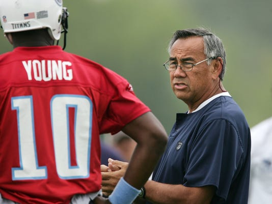 Norm Chow and Vince Young during pratice