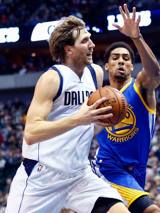 54184b08955 Mavericks roll by Warriors without Stephen Curry