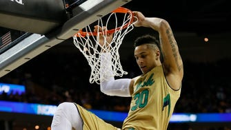 Mar 26, 2015; Cleveland, OH, USA; Notre Dame Fighting Irish forward Zach Auguste (30) dunks ahead of Wichita State Shockers guard Ron Baker (31) during the first half in the semifinals of the midwest regional of the 2015 NCAA Tournament at Quicken Loans Arena. Mandatory Credit: Rick Osentoski-USA TODAY Sports ORG XMIT: USATSI-221708 ORIG FILE ID:  20150326_sal_aa1_0080.JPG