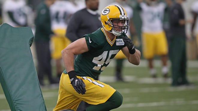 Packers rookie linebacker Vince Biegel runs a drill during rookie camp in May.