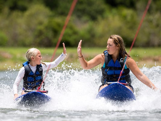 WATERSKI01.JPG