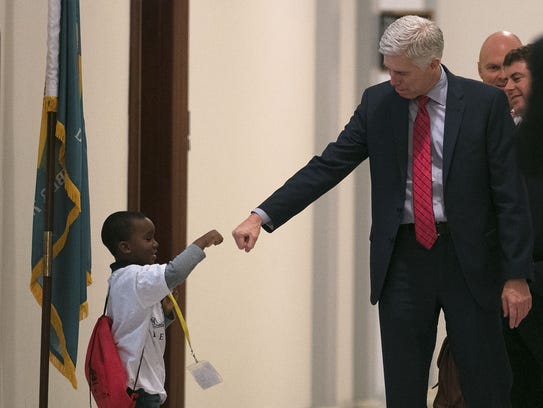 Supreme Court nominee Neil Gorsuch fist-bumps 4-year-old