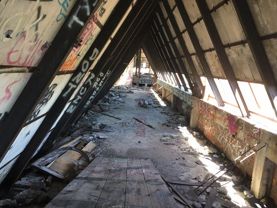 The Detroit Free Press tours the interior of Lee Plaza,